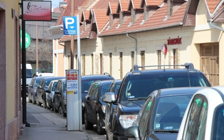 Hamarosan ismét fizetni kell a parkolásért Esztergomban!