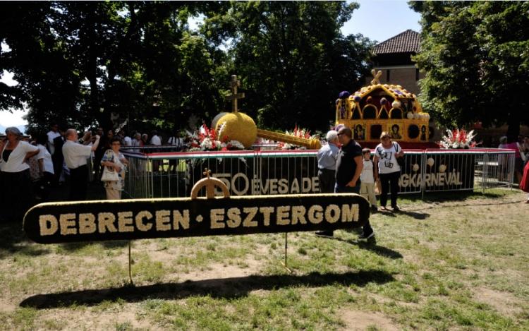 425b0ced04 Idén is különleges virágdísszel megy Esztergom a Debreceni Virágkarneválra