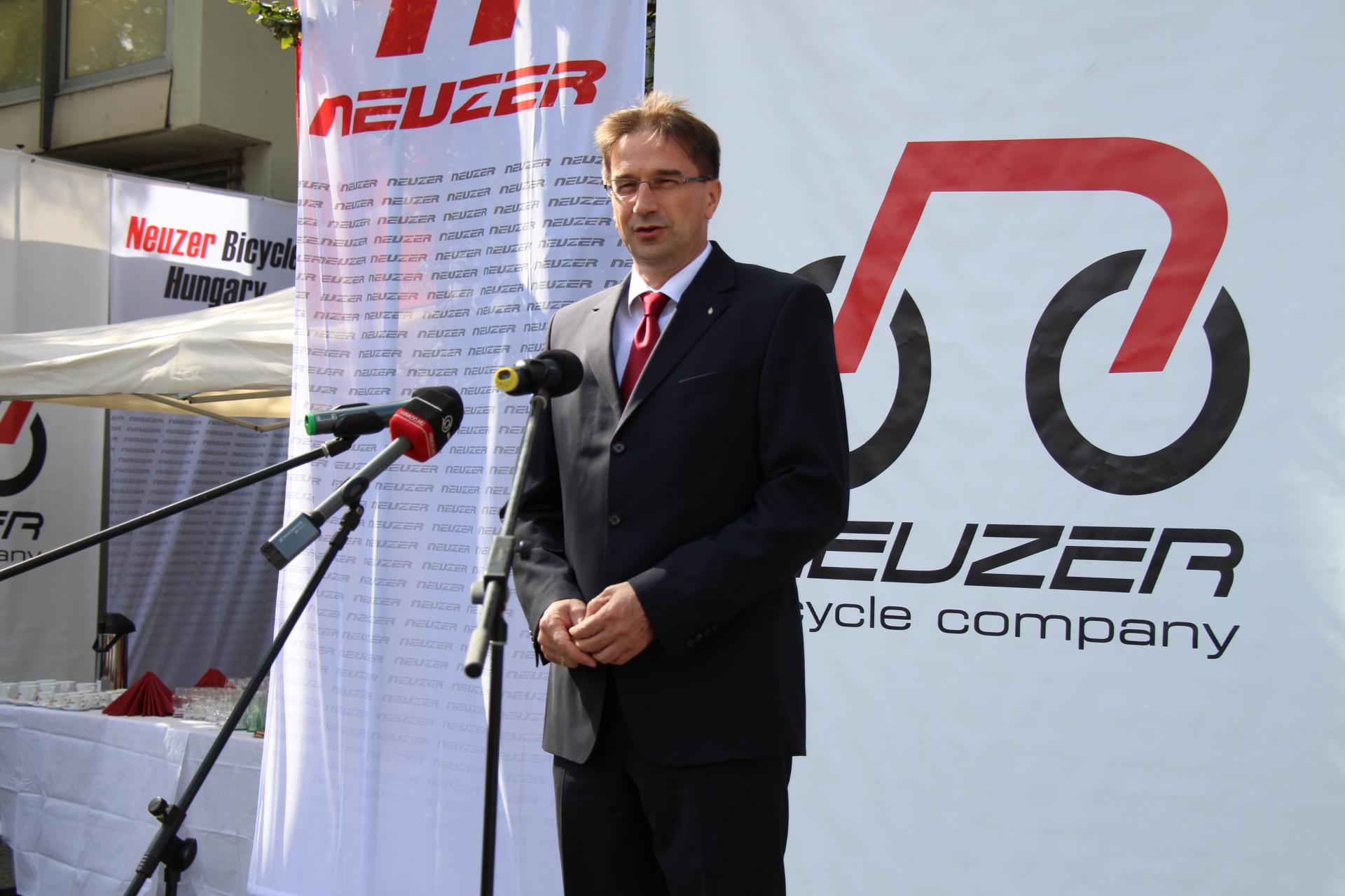 Völner Pál államtitkár átadta Esztergom közbringa rendszerét
