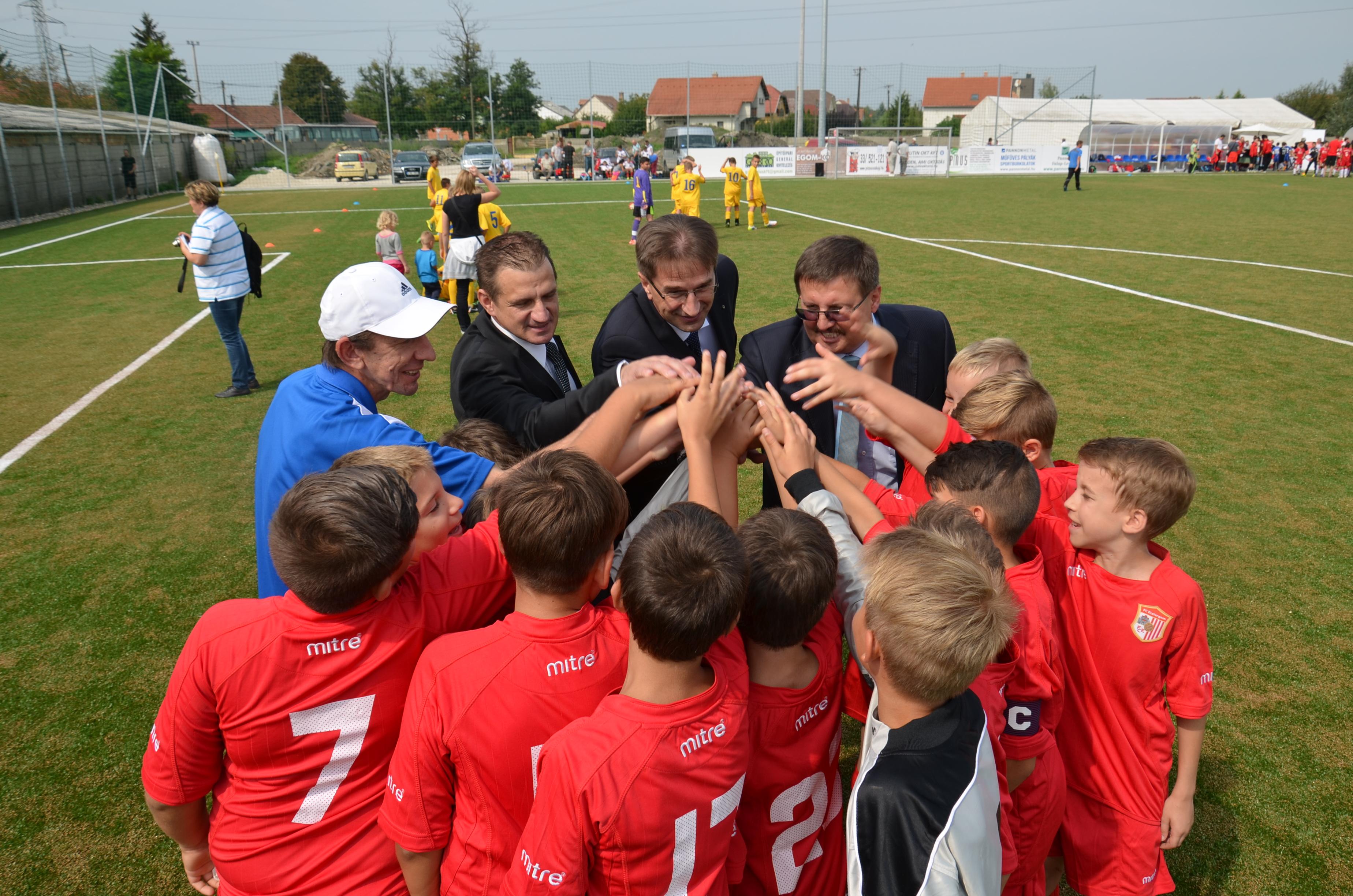 Utánpótlásért a Dorogi FC – Monostori Tivadar nevét viseli az új sportcentrum